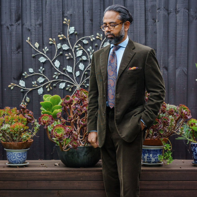 Earthy greens make an outstanding palette for fall. Photo: @gezzaseyes.